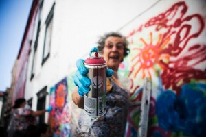 Street art per anziani a Lisbona