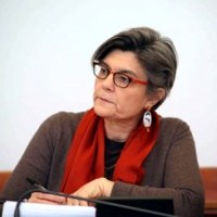 Ada Lucia De Cesaris: da quale parte si è scollata?