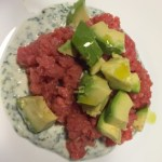 La tartare all'erba cipollina e avocado