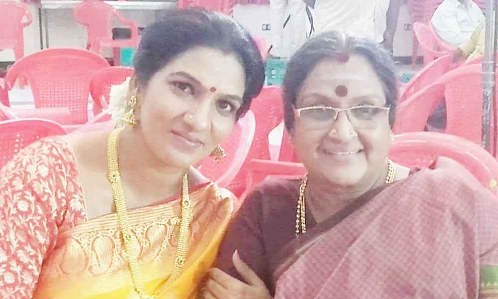 Shanthi with Actress Vadivukkarasi