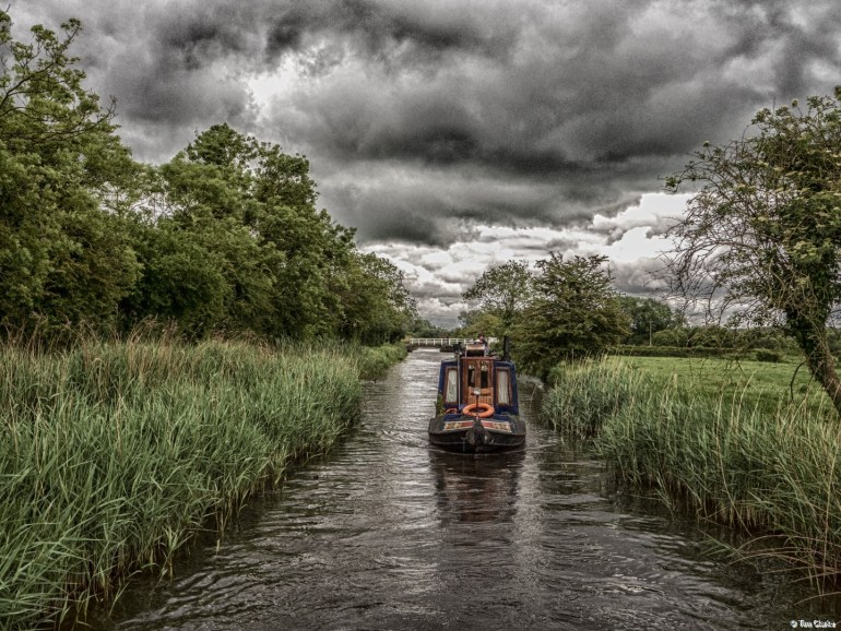 Cruising: Narrowboat on the Kennet & Avon Canal.