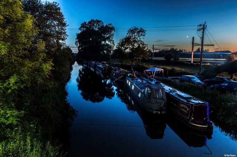 Thatcham Visitor Moorings: Dusk and the Blue Hour.