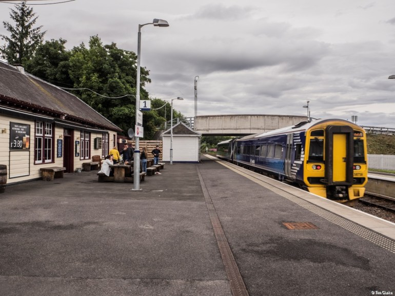 Dingwall Station: A train departs to Kyle of Lochalsh.