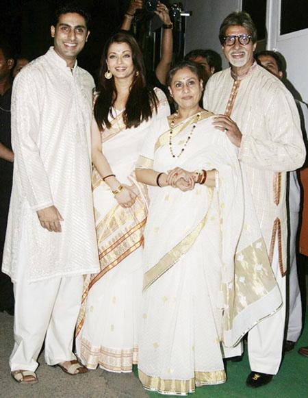 the-bachchans-all-dressed-in-immaculate-white-grea-13177305654b285b8454d4a6
