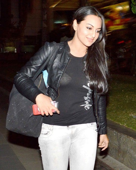 Saif Ali Khan and Sonakshi Sinha Spotted at the Airport