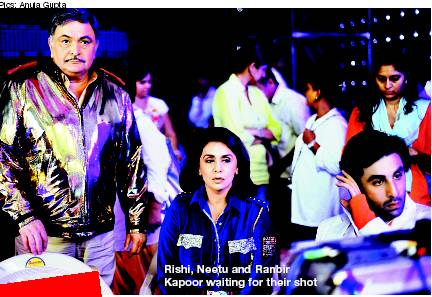 Ranbir Kapoor, Rishi Kapoor and Neetu Singh on the sets of Besharam