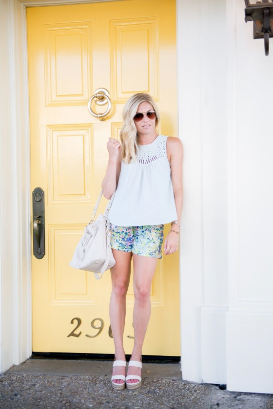 light blue lattice tank-andb floral shorts-ora delphine bucket bag-tory burch espadrille sandals-dallas fashion blogger