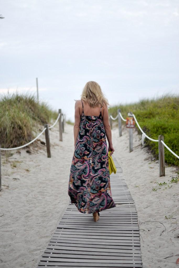 resort maxi dress black paisley print-beach vacation outfit idea