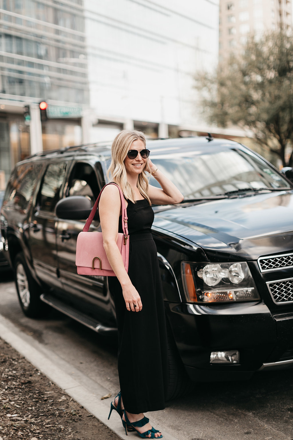Dallas lifestyle blogger using LYFT ride sharing