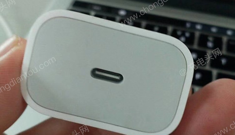 apple_18w_charger_port
