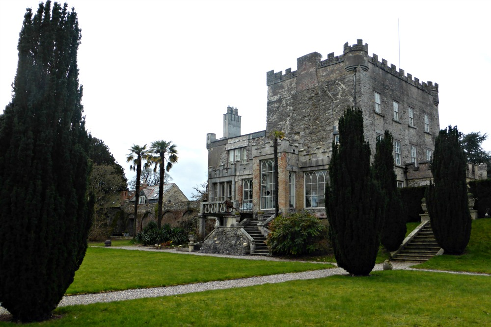 A Night in a (Haunted?) Irish Castle- Huntington Castle || www.onetripatatime.com
