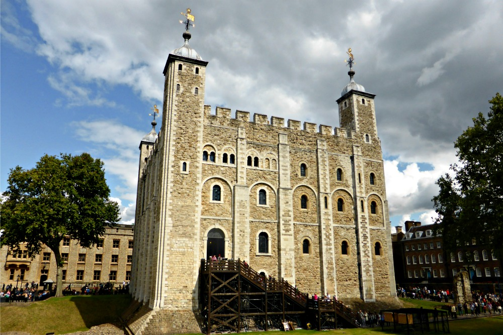 Tower of London: A Thousand Years of History and the Crown Jewels || www.onetripatatime.com