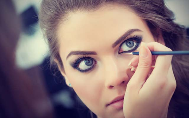 Your Eye make–up is window to your personality!