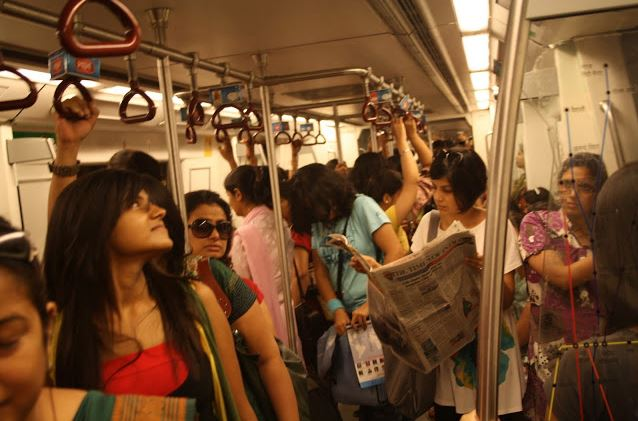 7 irritating Things about Travelling In the pink coach (ladies comp.) Of Delhi Metro
