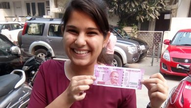 Rush Day in India, People are flaunting New Notes!