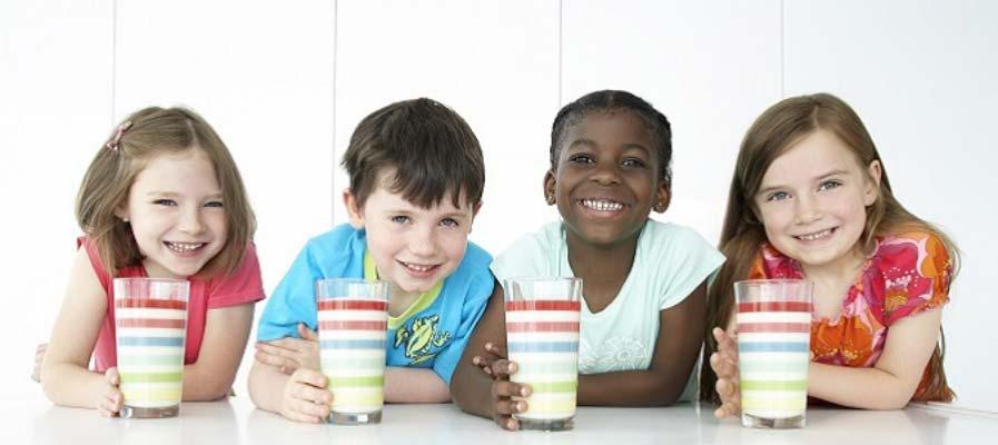 resized-kids-drinking-milk