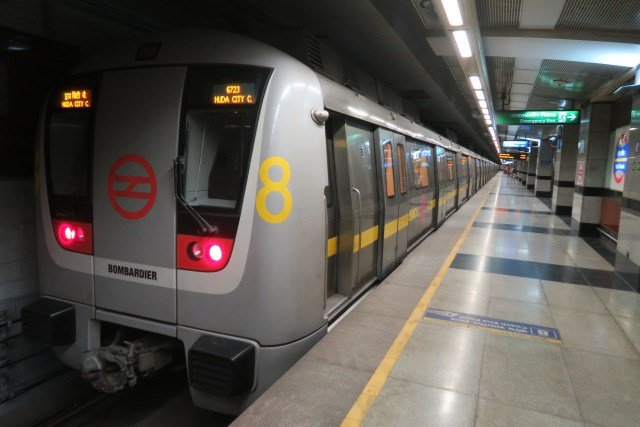 Things you will relate if you regularly travel in Delhi metro
