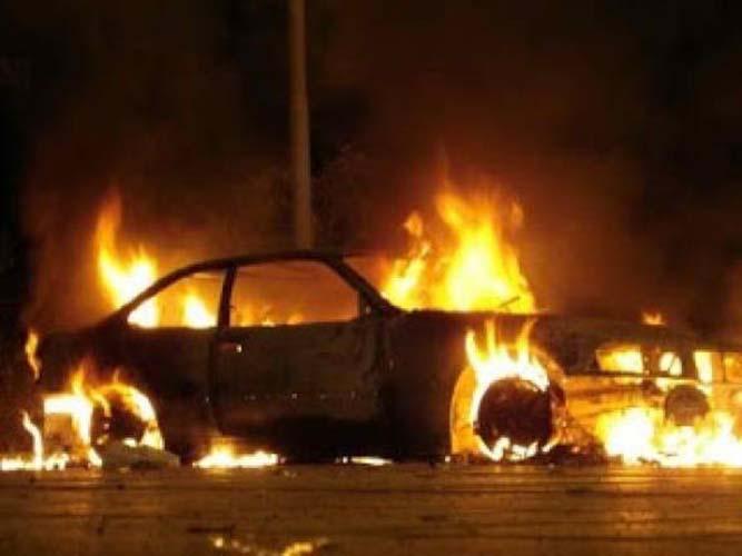 Άγιο είχαν οι επιβαίνοντες αυτοκινήτου στη Γιάννουλη τα ξημερώματα - Πήρε φωτιά από βραχυκύκλωμα