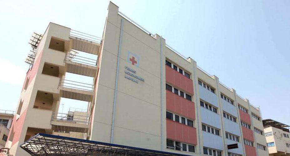Χειρούργησαν με φως από κινητά τηλέφωνα στο Γενικό Νοσοκομείο Λάρισας!