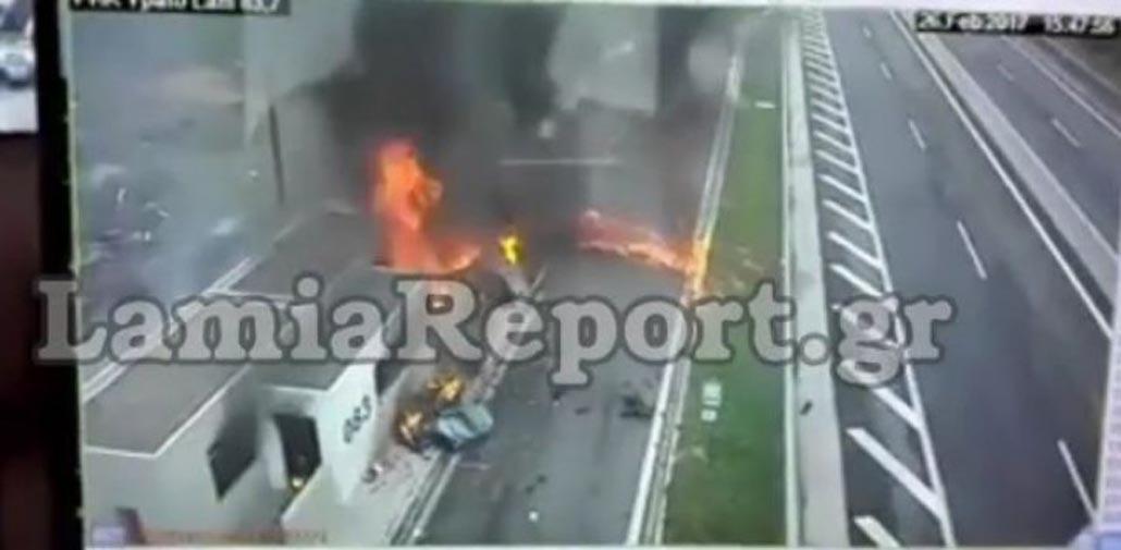 Video σοκ από το τροχαίο στην Αθηνών - Λαμίας με 4 νεκρούς – Η στιγμή που η Porsche θερίζει μάνα και παιδί