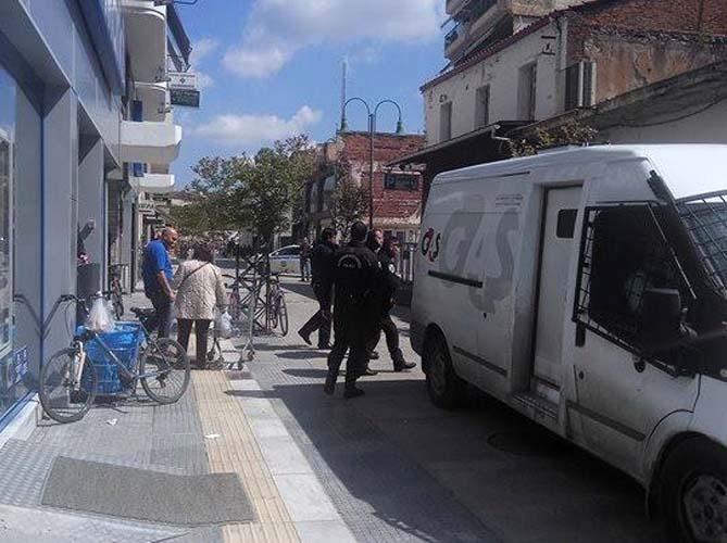Αστυνομική επιχείρηση για κλοπή σε σούπερ μάρκετ στο κέντρο της Λάρισας - Δείτε φωτογραφίες