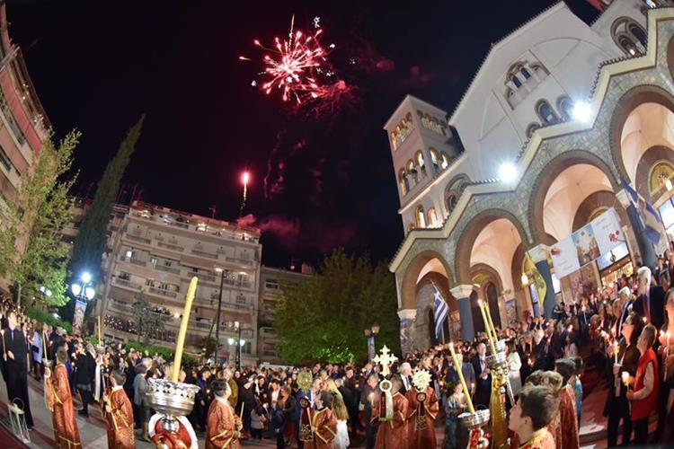 Με λαμπρότητα γιορτάστηκε η Ανάσταση του Θεανθρώπου στη Λάρισα- Δείτε εντυπωσιακές φωτογραφίες