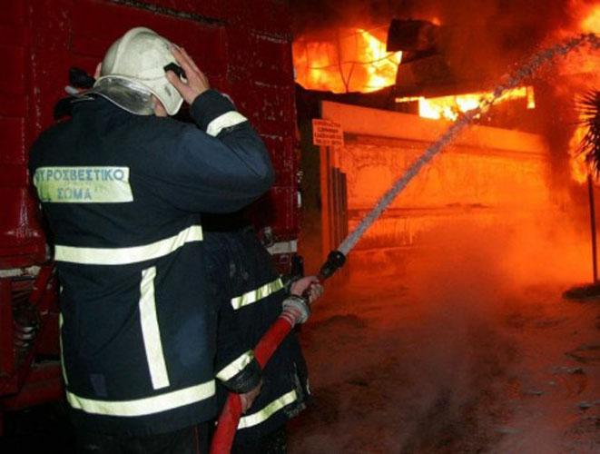 Λαχτάρησαν κάτοικοι πολυκατοικίας στη Λάρισα - Πήρε φωτιά διαμέρισμα