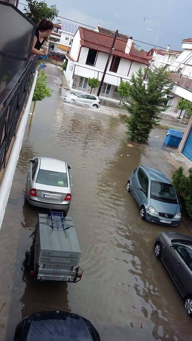 Απίστευτες εικόνες - Πλημμύρισαν δρόμοι στην Γιάννουλη από μπόρα μερικών λεπτών!