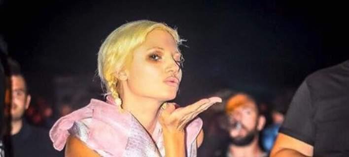 Η Τζούλια Αλεξανδράτου χορεύει ημίγυμνη σε πάρτι ...στα Τρίκαλα
