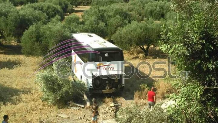 Σοκαριστικές εικόνες από το θανατηφόρο τροχαίο - Το λεωφορείο έπεσε από γέφυρα και κατέληξε σε χωράφι - ΦΩΤΟ