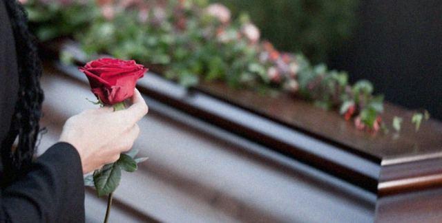 Χαμός σε κηδεία - Τον έθαψαν και τον ξέθαψαν