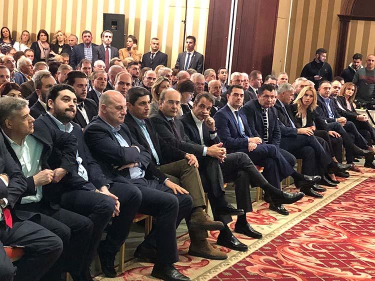Το αδιαχώρητο στο προσυνέδριο της Νέας Δημοκρατίας - Χαμός για μία θέση στην αίθουσα (φωτό)
