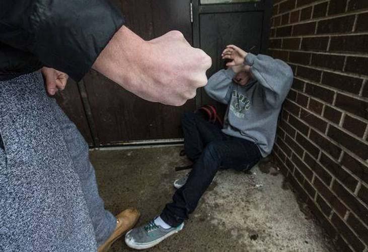 Εισαγγελική έρευνα για την ομάδα νεαρών που επιτίθεται σε ανήλικους στη Λάρισα!