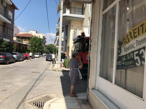 Στο πόδι γειτονιά στη Λάρισα από έκρηξη σε σπίτι - Δείτε φωτογραφίες