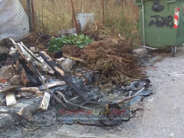 Άγνωστοι κατέστρεψαν 17 κάδους απορριμμάτων και ανακύκλωσης στην Καρδίτσα (φωτο - βίντεο)