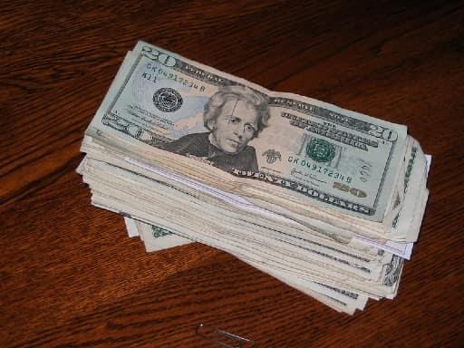 オンラインカジノを始めるためには資金が必要