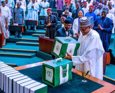 President Buhari presenting budget 2020 image