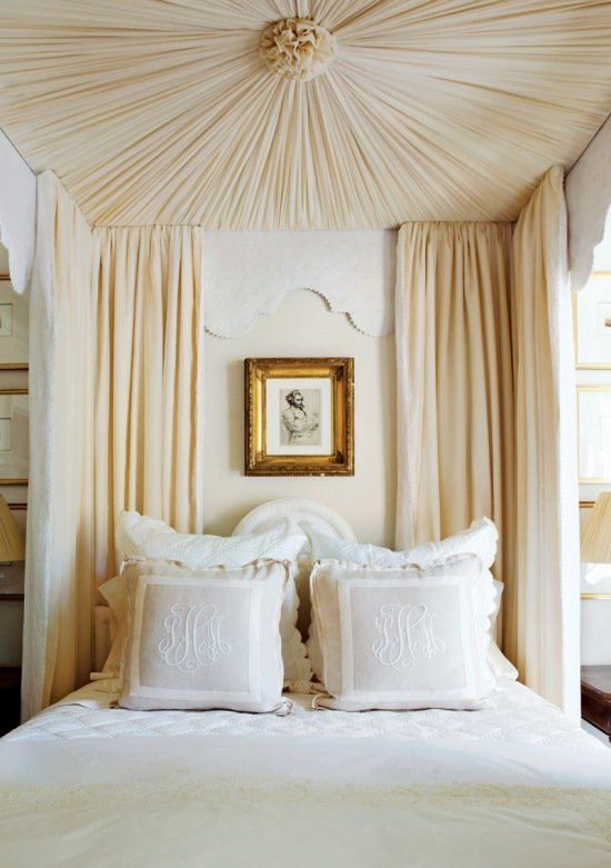 A luxurious canopy bed from Decorista : romantic canopy beds - memphite.com