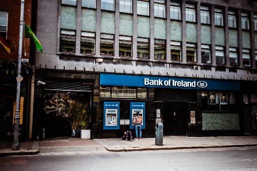 銀行への出金はまとまった金額にするのがおすすめ
