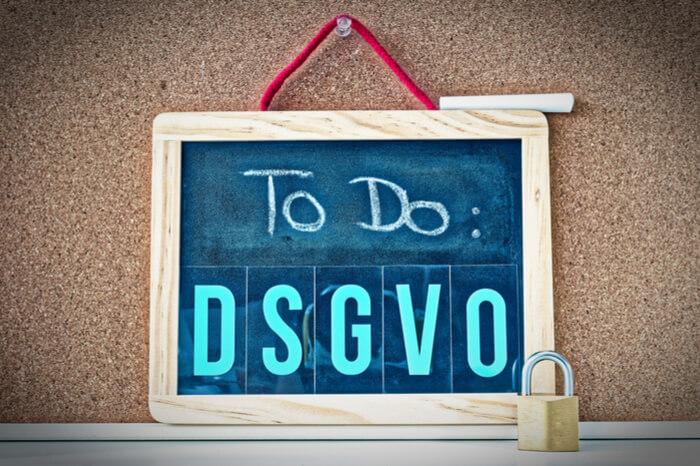 DSGVO-Schriftzug auf Tafel