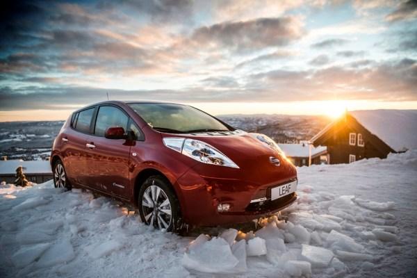 Nissan LEAF patrí v roku 2016 medzi trojicu najúspešnejších osobných vozidiel v Nórsku