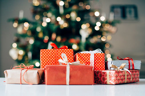 sending-christmas-gifts-to-loved-ones