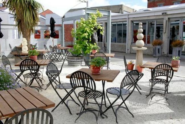 Ironic-Cafe-and-Bar