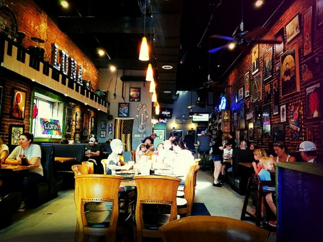 Luna-Bar-and-Restaurant