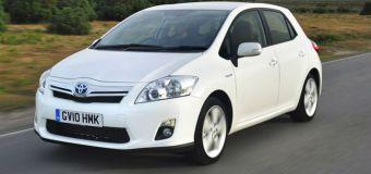 Ανακαλούνται 1.418 υβριδικά Toyota Auris και Prius