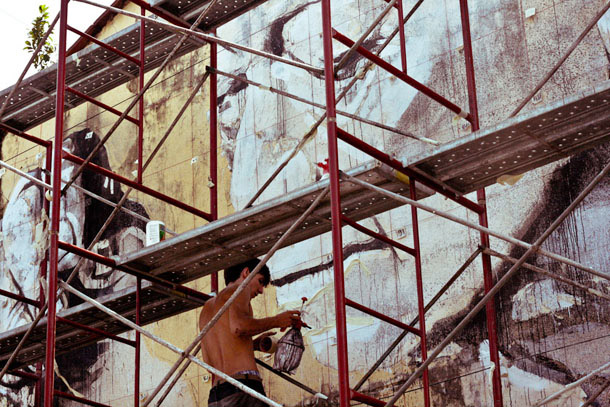 Ernest Zacharevic paints Penang, Armenian Street
