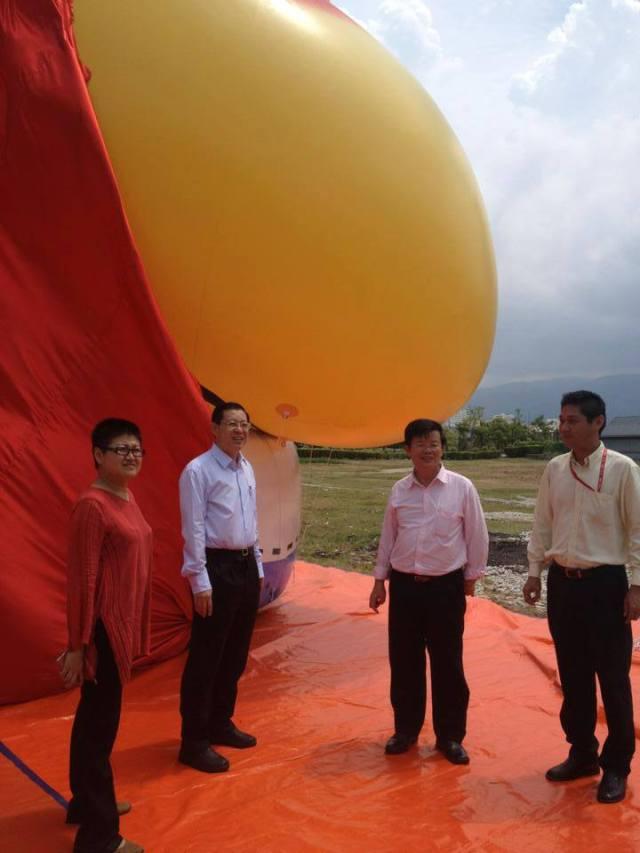 Photo shooting LIm Guan Eng and the UBAH Bird Di Air