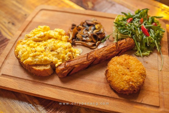 The Full English Chicken sausage, scrambled eggs, toasted Haus bread, sauteed mushrooms and potato fritters served with green salad with italian dressing. RM15.90