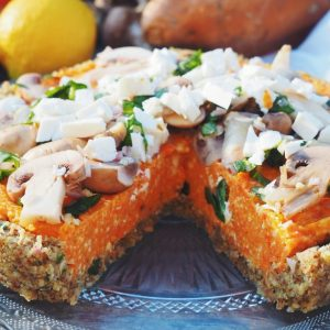 tarte à la patate douce, carottes, basilic et noisette