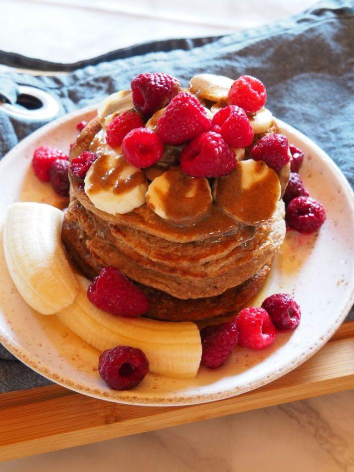 Pancakes à base de bananes, flocons d'avoine et purée de noisette (sans gluten, végétaliens)